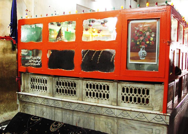 Tomb of Makhdoom Jahaniyan Jahangasht